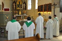 Číhošť - působiště Josefa Toufara. Kněží v kostele. / foto IMA