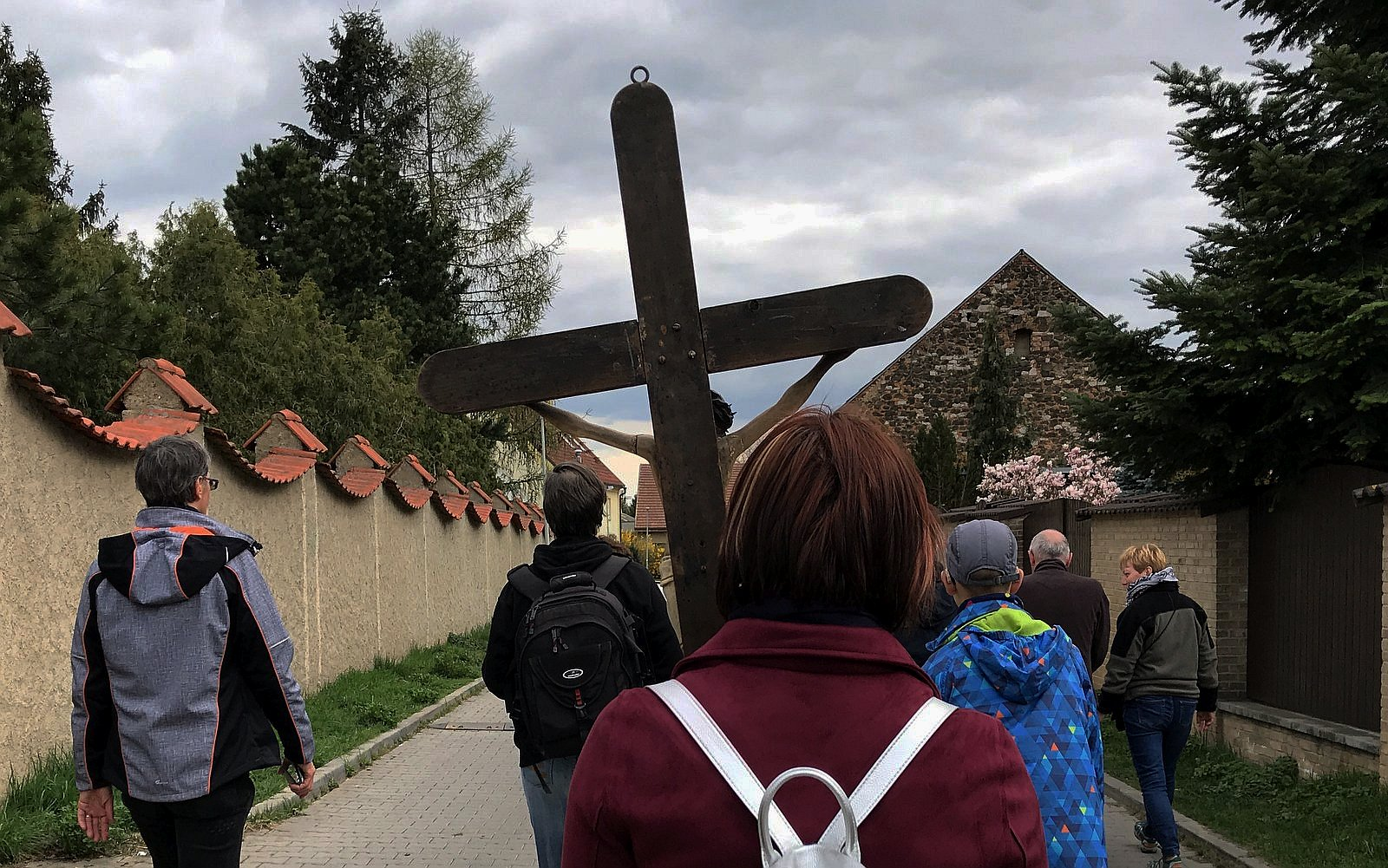 kříž, lidé, průvod, ulice / -ima-